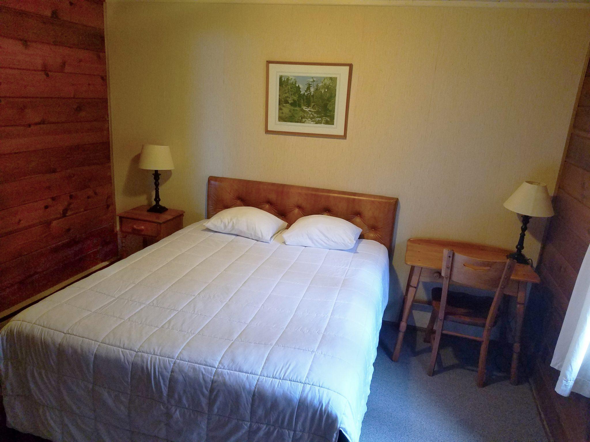 Cabin 24 Queen Room