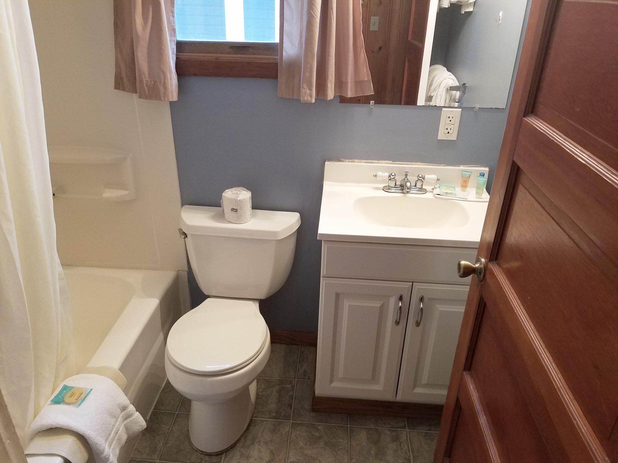 Cabin 26 Bathroom 2