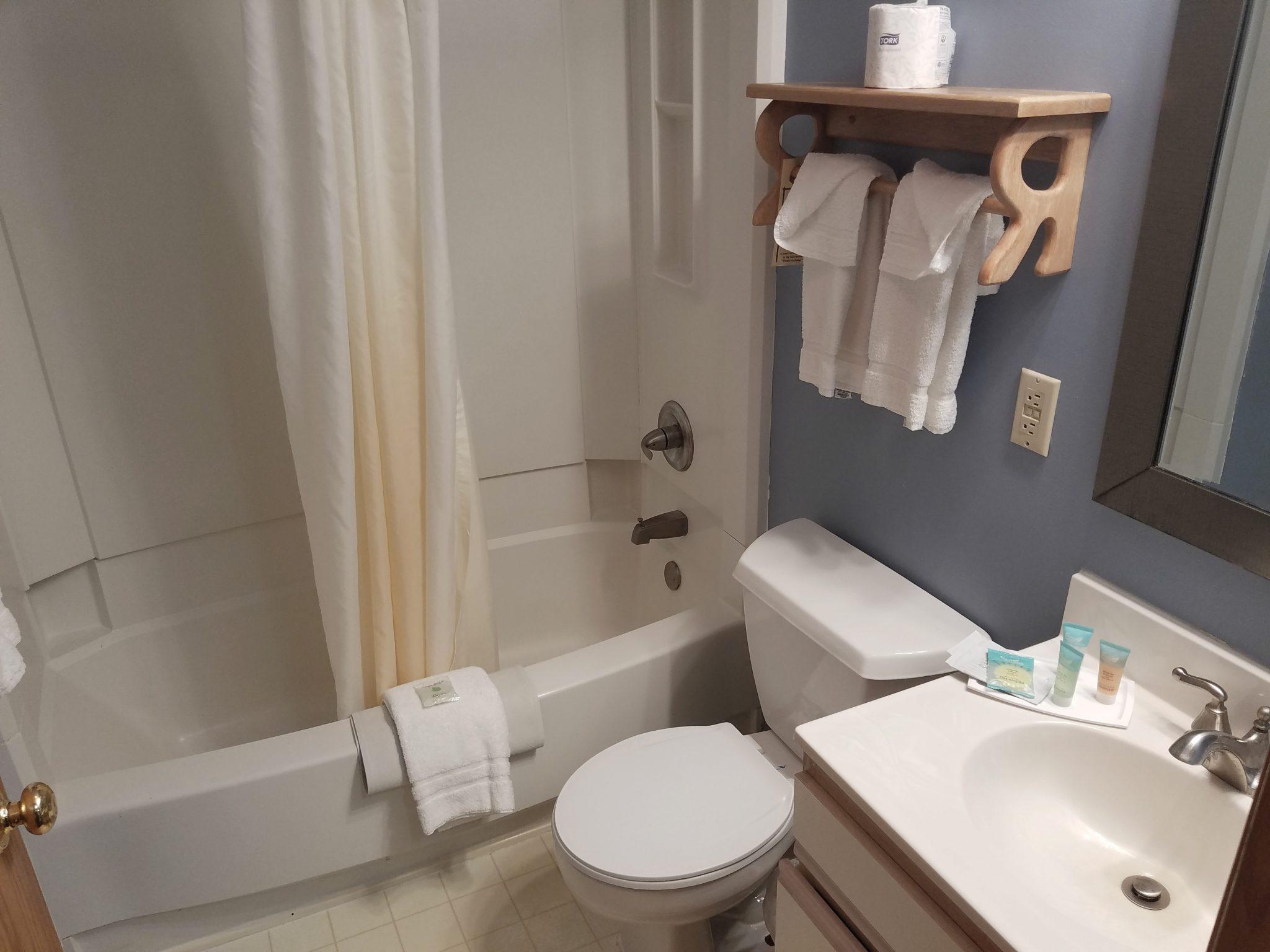 Cabin 27 Bathroom 1