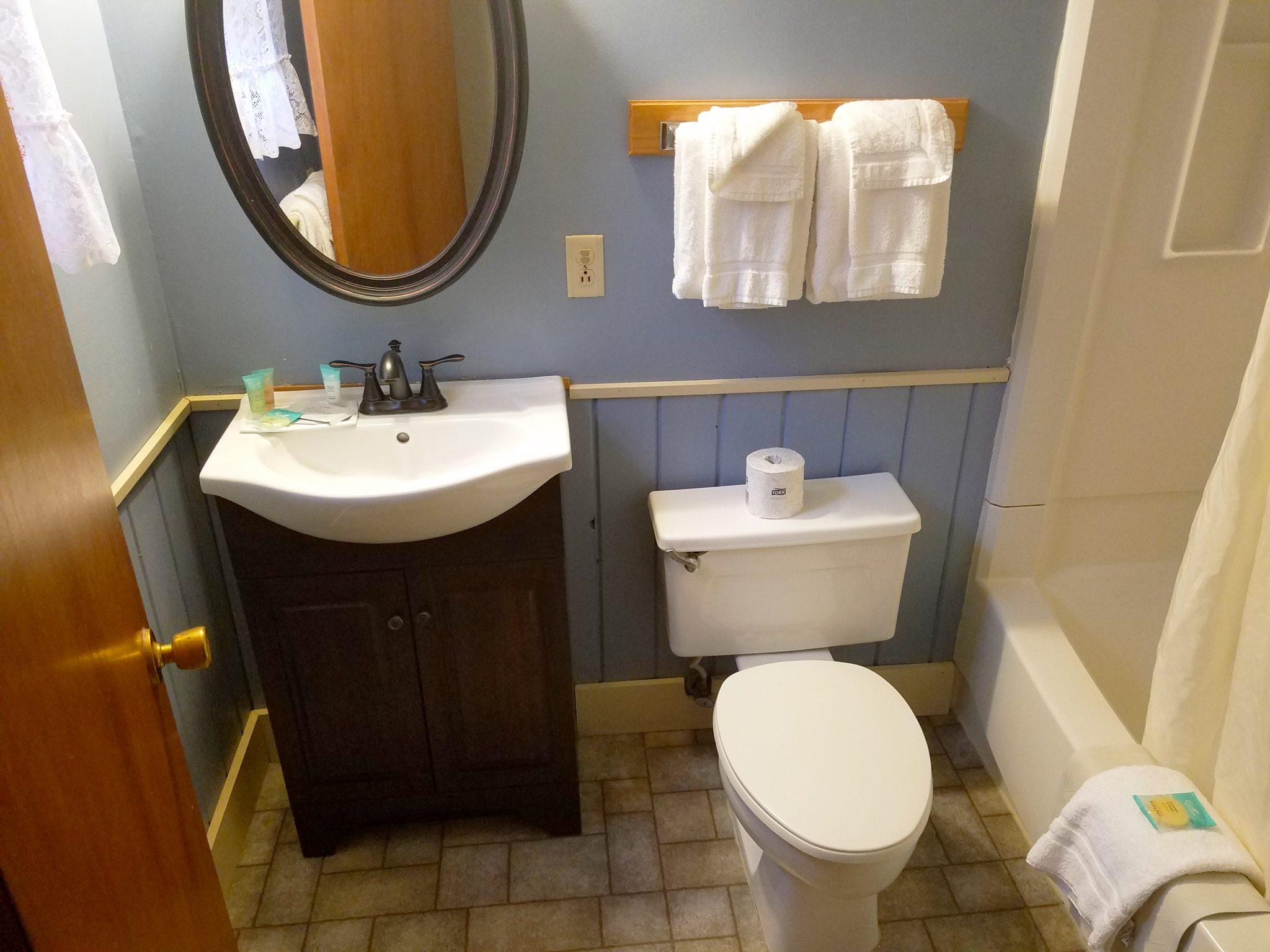 Cabin 29 Bathroom 2