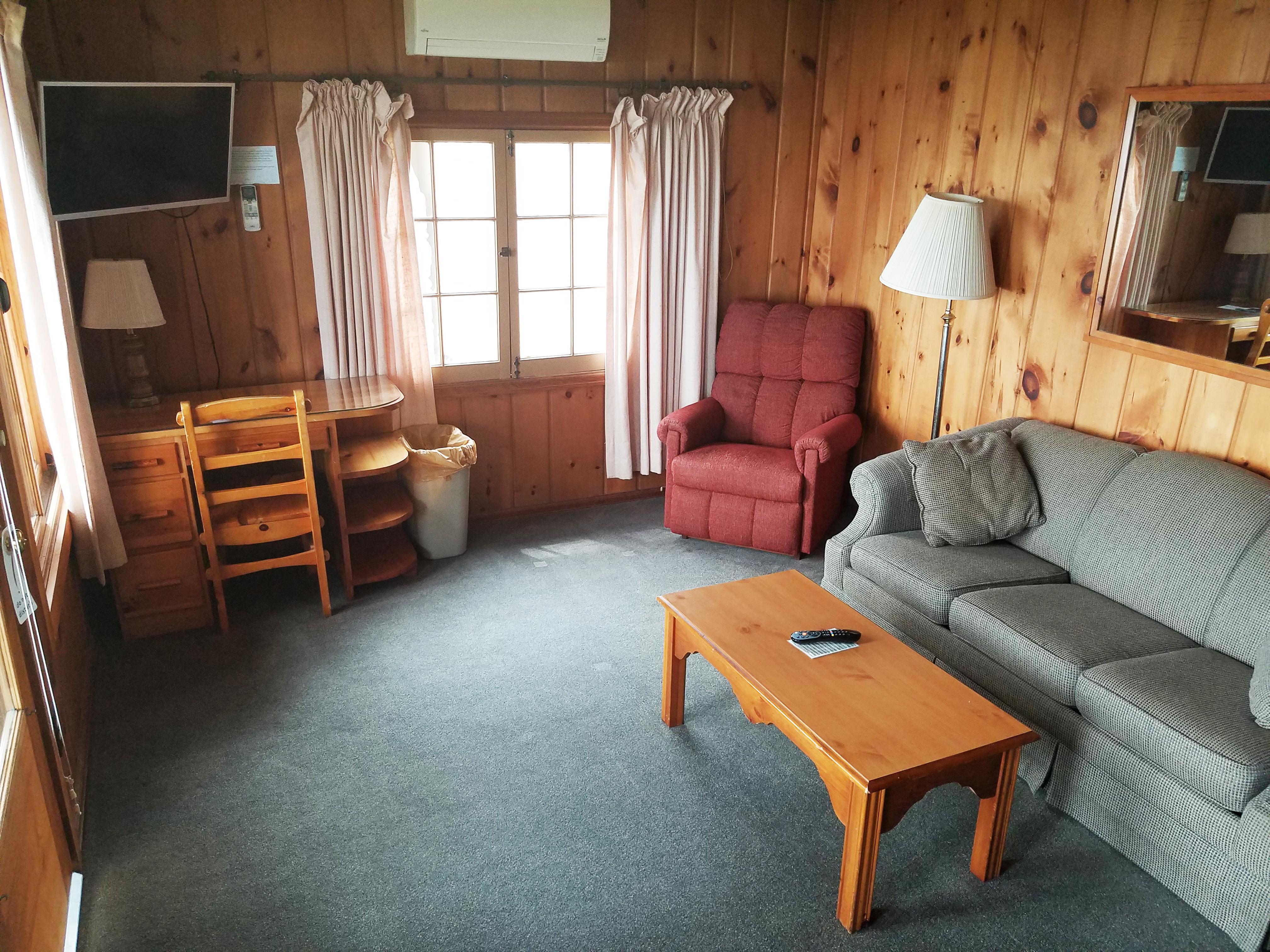 Cottage 21 Living 1