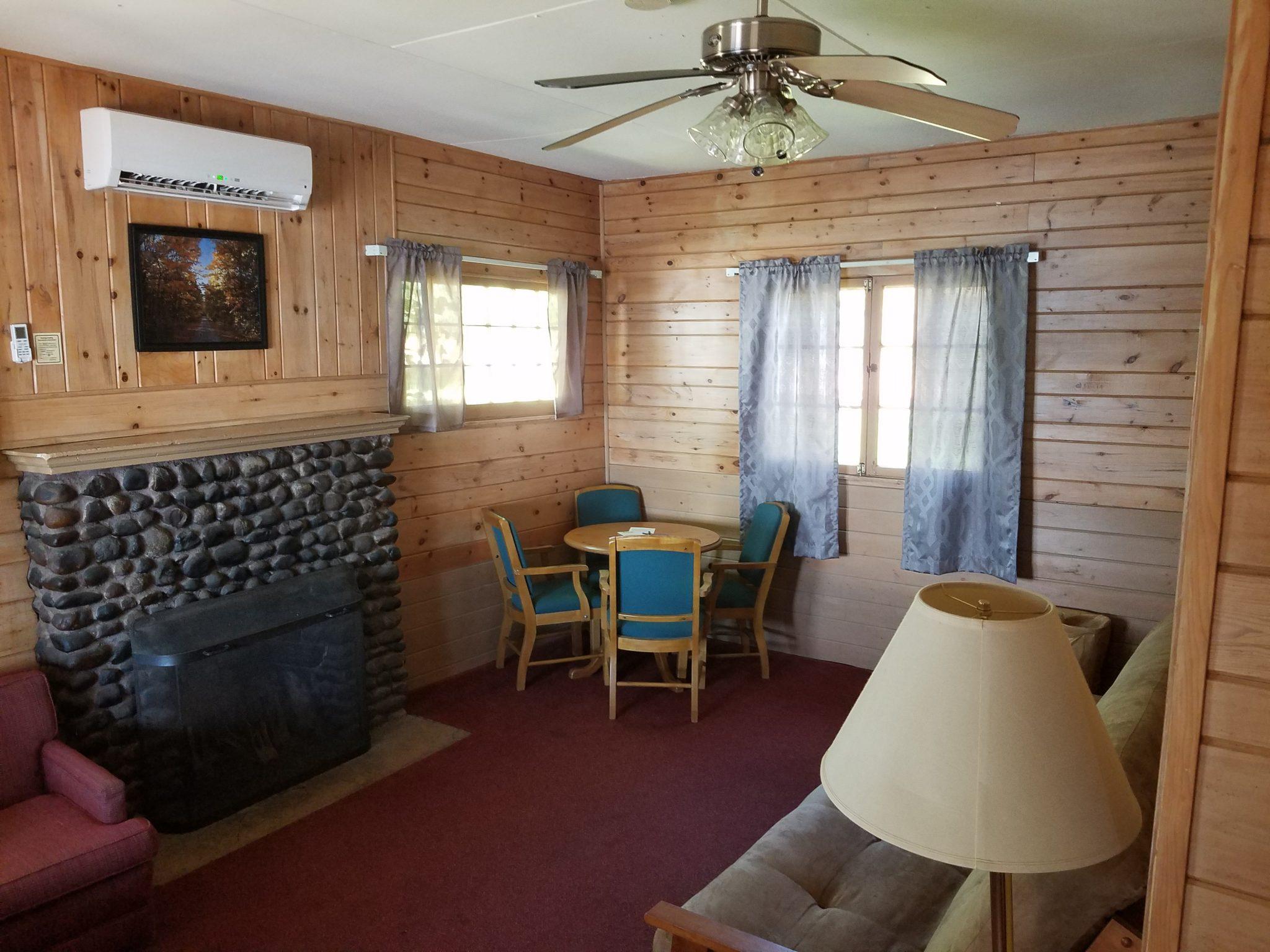 Cottage 10 Living