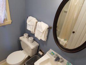 Cottage 4 Bathroom 1