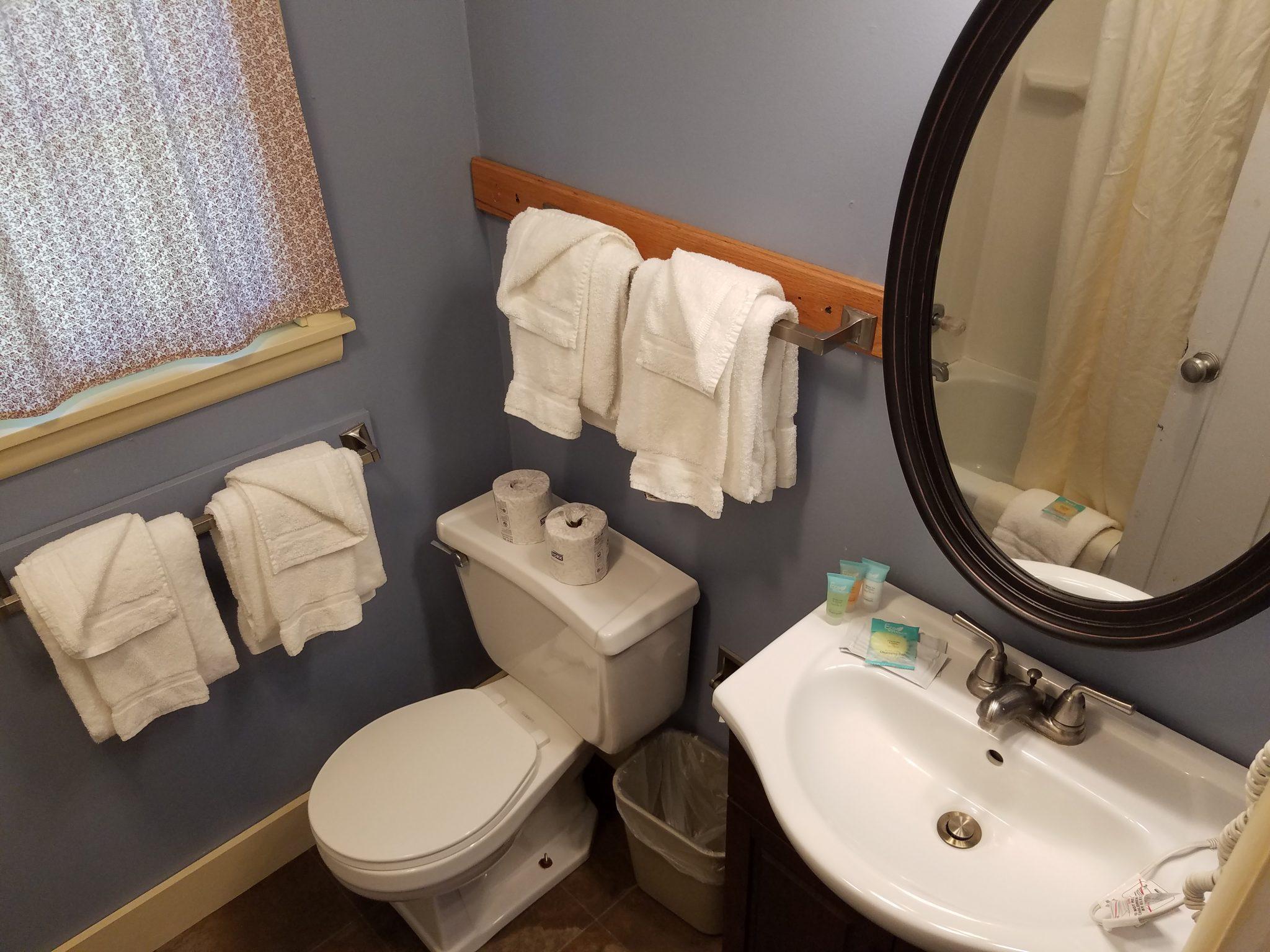 Cottage 6 Bathroom