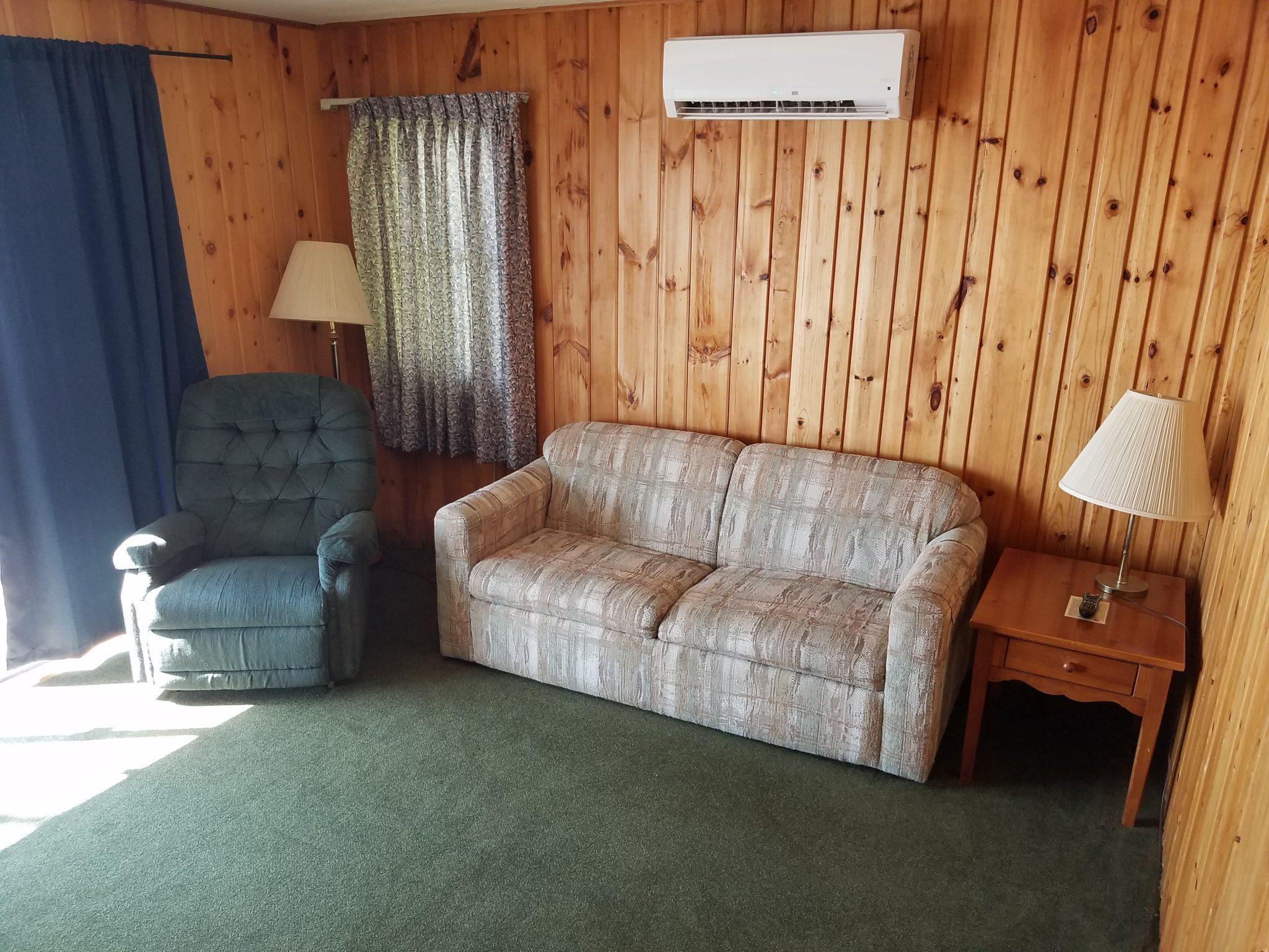 Cottage 6 Living 1