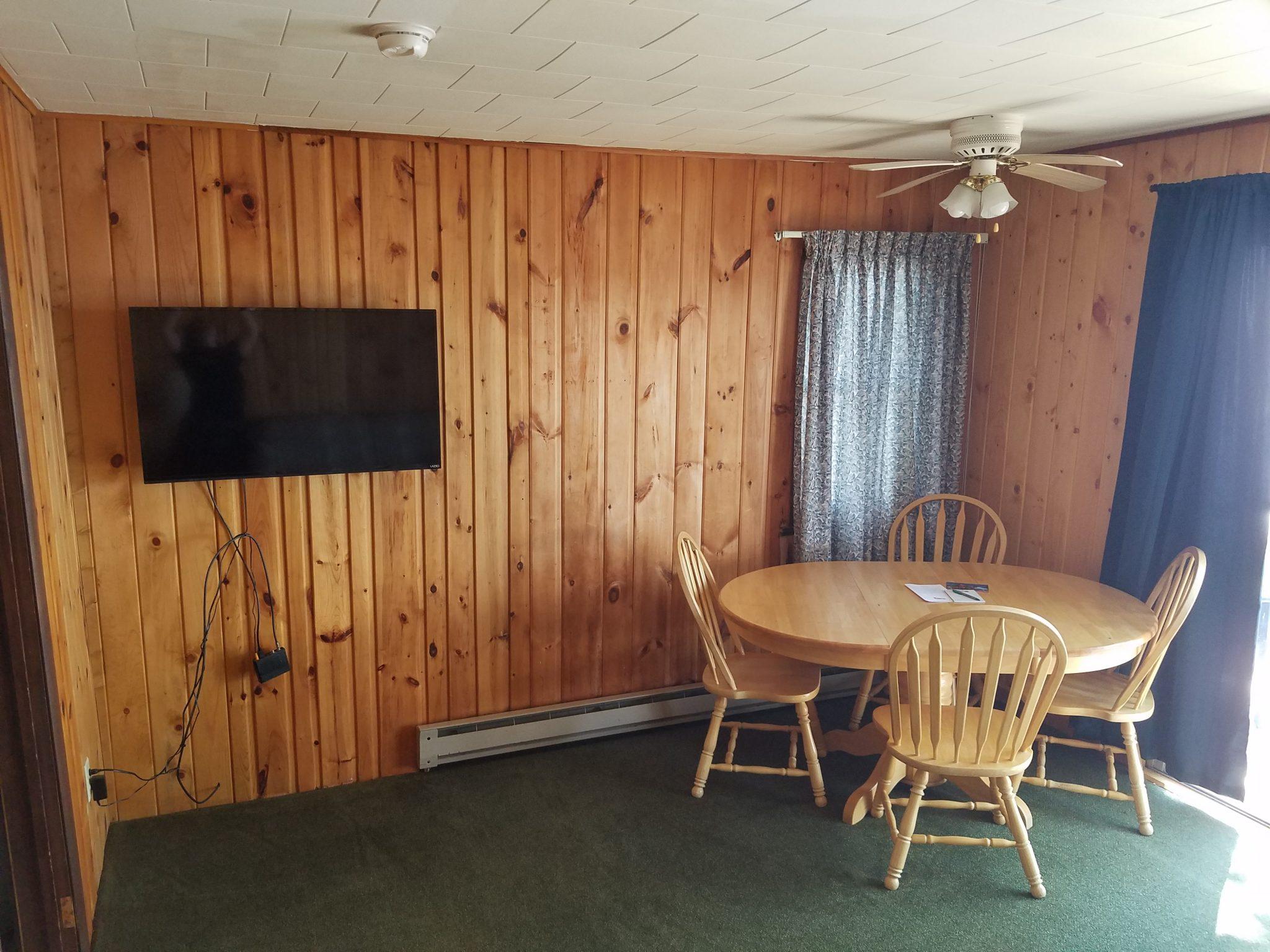Cottage 6 Living 2