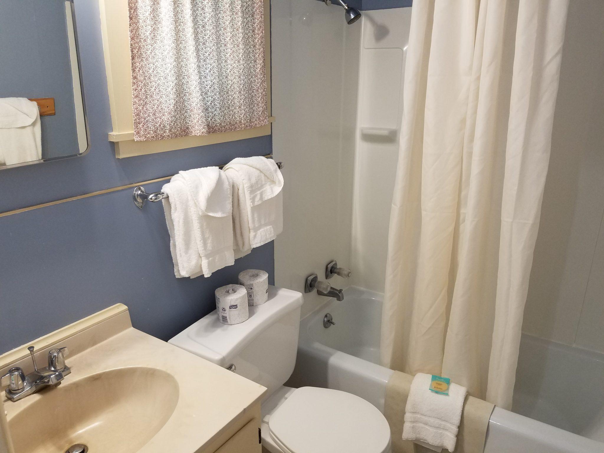 Cottage 8 Bathroom