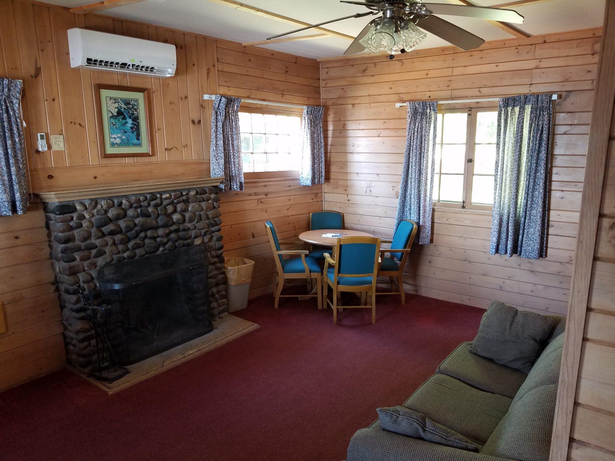 Cottage 9 Living 1
